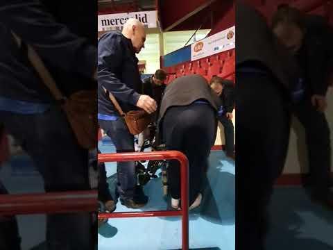 Discapacitados atrapados en el pabellón Huerta del Rey