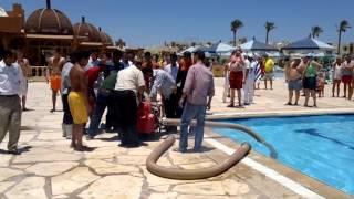 Sunrise Royal Makadi Resort 5* ПОЖАР в отеле. Fire in Sunrise Royal Makadi Resort 5*(Пожар был 25 июня 2013 года в престижном египетском отеле Sunrise Royal Makadi Resort 5*. Загорелся один из ресторанов. Надо..., 2016-06-16T13:55:01.000Z)