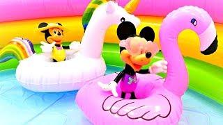 Развивающие мультики. Минни Маус в бассейне. Игры одевалки