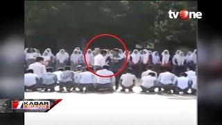VIRAL! Oknum Guru SMA 'Gebuk' Siswa di Tengah Lapangan di Bekasi