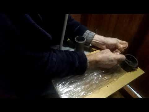 Как сделать метлу из пластиковых бутылок.