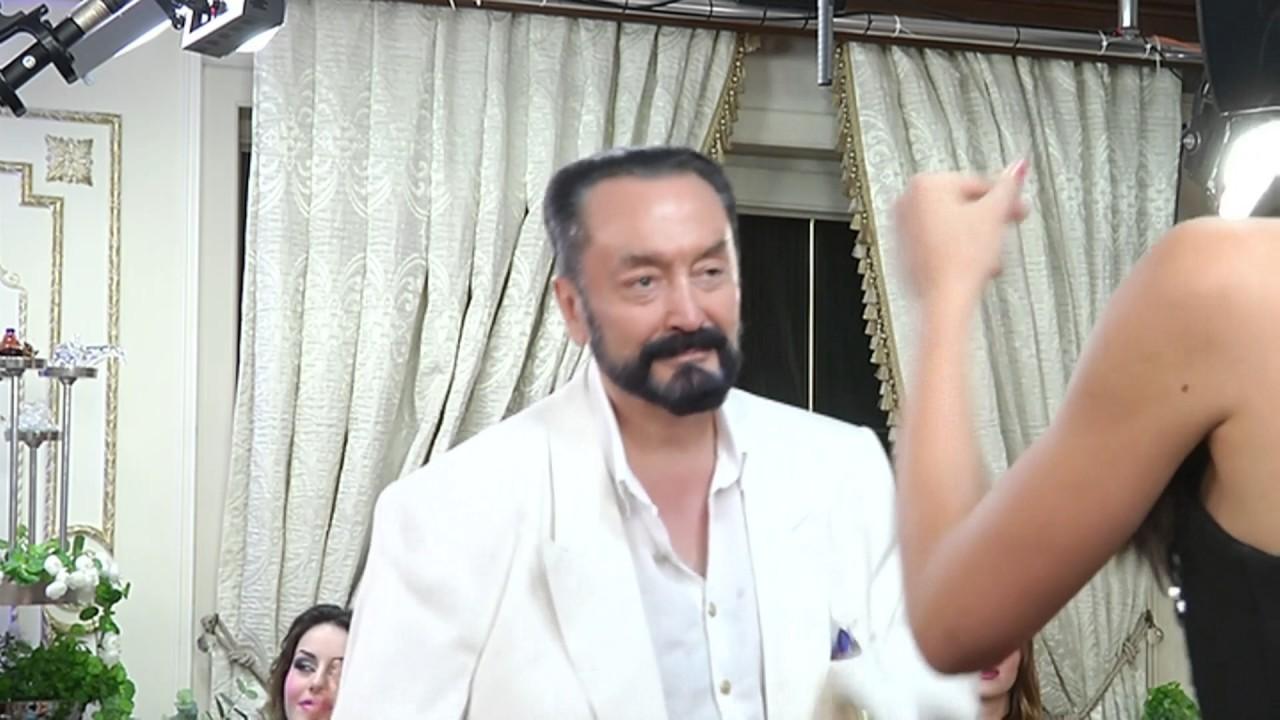 Adnan Oktar Rus güzelle dans etti - YouTube
