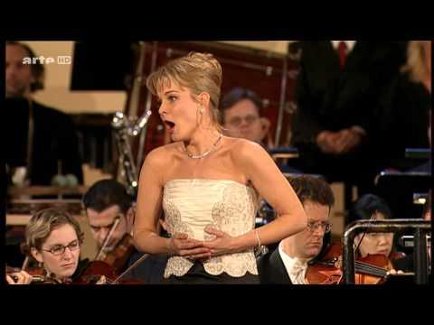 Elīna Garanča  - Ave Maria(HD)