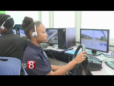 Hillhouse's Driver Safety program also giving teens chance to chase dreams - Dauer: 106 Sekunden