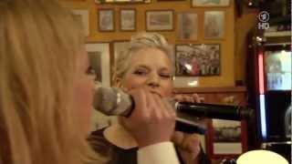 Ina Müller & Caroline Peters singen von Tempeau den Song: Vorbei (live)