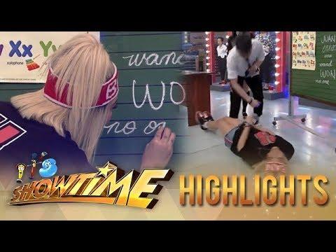 It's Showtime TrabaHula: Vice Ganda rolls on the floor!