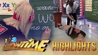 It's Showtime TrabaHula: Vice Ganda rolls on the floor!