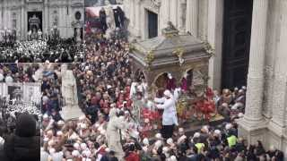 Ad acireale, la festa del santo compatrono san sebastiano, è l'evento che unisce tutti gli acesi, ovunque essi siano. l'associazione culturale aci cafè, in c...