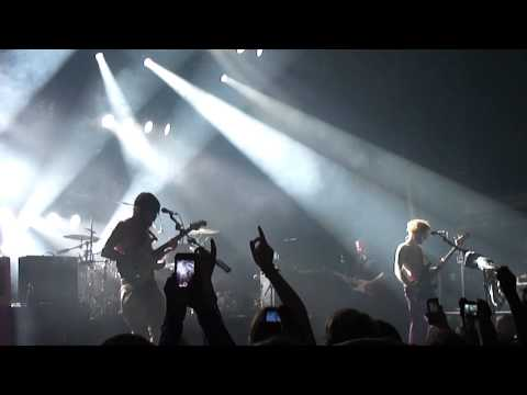 Biffy Clyro - Little Hospitals (Live @ Le Trianon)