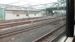 JR東日本E231系の高崎行きが大宮駅を発車(車内より)