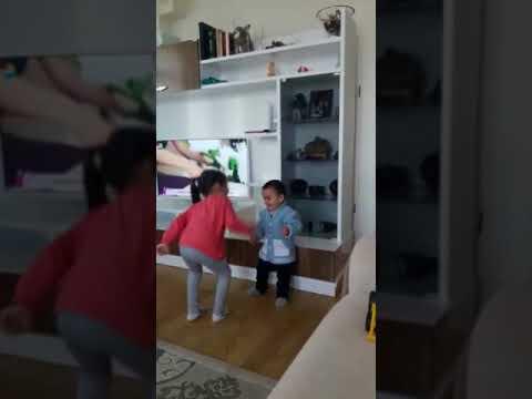 DERİNKO ve mete oyun oynuyorlar.