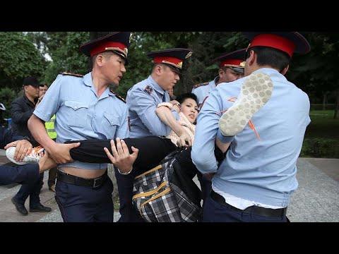 شاهد: اعتقال نحو ألف شخص في احتجاجات على نتائج الانتخابات في كازاخستان…  - 18:54-2019 / 6 / 13