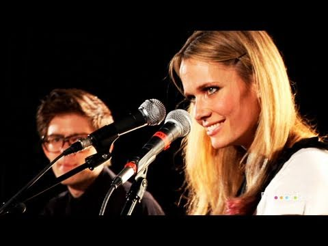 "Oh Land - ""Sun Of A Gun"" (LIVE!!!)"