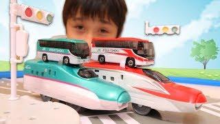 トミカ 新幹線はやぶさ&こまちカラーのバス&プラレール Tomica & Plarail Shinkansen【かとちゃん】 thumbnail