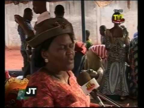 Mme Abitor apporte l'évangile à la prison civile de Tsévié ce 13 février 2013