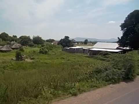 South Sudan  Sudán del Sur  Nimule to Juba  Small villages  Huts  2016 1
