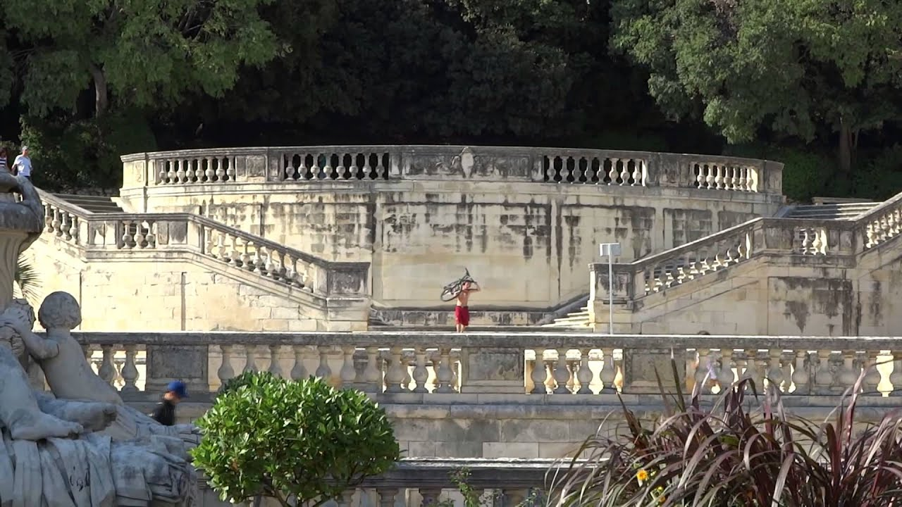 Les jardins de la fontaine nimes youtube for Le jardin de la france