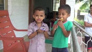 """Индийские дети пробуют """"Правильные сладости"""" из Перми"""