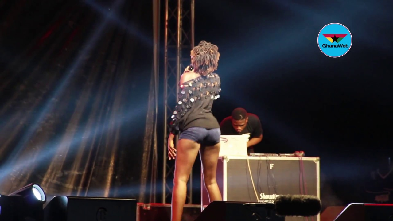 Ebony's look alike performs at tribute concert