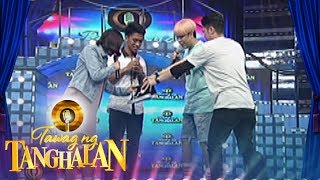 Tawag ng Tanghalan: Vhong gives his shoes to Clayton