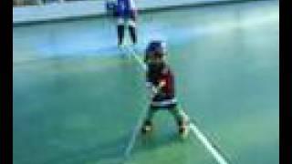 Carlitos  el diminuto crack del hockey línea (3 years old)