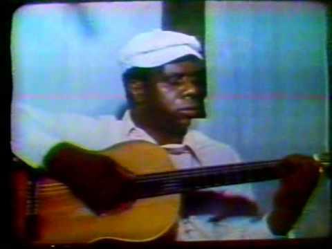 """Candeia canta """"MInhas Madrugadas"""" (Paulinho da Viola e Candeia)"""