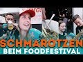 SCHMAROTZEN beim Foodtruck Festival !!!   Werbung: Die Jugend kann nicht kochen läuft am03.08.2018 ab16:55 UhrbeiKabel1//Abenteuer Leben  Hier gehts ab dem 3.8. zur Sendung: http://bit.ly/2NXUWtq  https://www.instagram.com/aarontroschke/ https://www.instagram.com/einfachtimo/ https://www.instagram.com/jonathan_hefner/  Ich bin ein Sparfuchs, dass wisst ihr! Doch was passiert, wenn ich meinen Influencer-Status eiskalt ausnutze, um auf einem Foodtruck-Festival an den einzelnen Trucks Essen zu schmarotzen?  Die Lösung seht in in diesem kleinen hübschen Video.  Und wenn ihr auch einmal ein einfach freshes Praktikum bei uns machen möchtet, dann schickt doch eine aussagekräftige Mail an   praktikum@heyaaron.de.  Danke an alle Foodtrucker und danke Kabel1!  #############################################  Und folge mir auf: ► Facebook: https://www.facebook.com/heyaarontv ► Twitter: https://twitter.com/Aaron_Troschke ► Instagram: https://www.instagram.com/aarontroschke/ ► Snapchat: aaron-troschke  WERBUNG:  ► Aaron Shop http://bit.ly/2gPeAvK