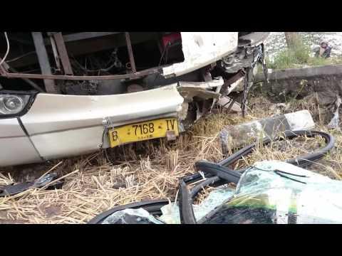Kecelakaan Bus Safari Dharma Raya vs Suzuki Carry di Pantura Timur Jekulo Kudus #2