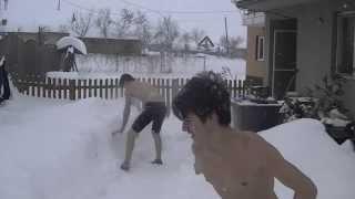 Doi baieti la BUSTU GOL Provocari de iarna