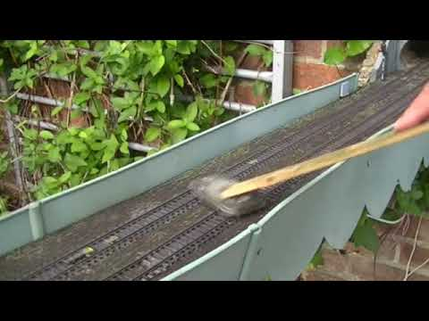 00 Garden Railway Cleaning The Track
