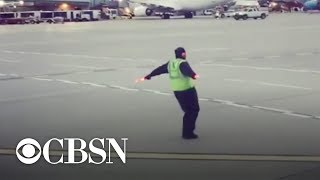 Gambar cover Airport employee caught dancing on tarmac