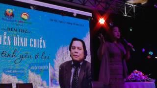 THỜI HOA ĐỎ - NSƯT Kim Tiến hát đầy cảm xúc tại Đêm thơ Nguyễn Đình Chiến - Còn tình yêu ở lại