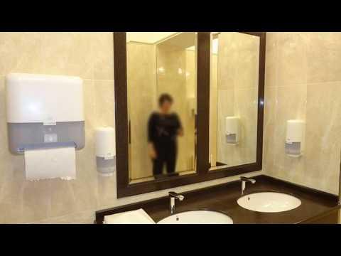 Диспенсеры Tork  в роскошной туалетной комнате Новосибирского театра оперы и балета. Новая Сибирь.
