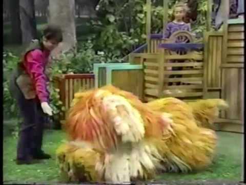 Sesame Street: Linda Plays with Barkley (1996)