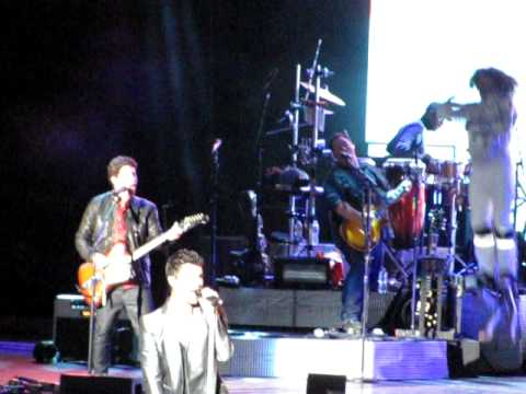 Jonas Brothers Year 3000 and Play my music 091610 San Diego