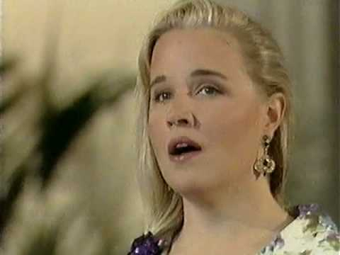 Anu Komsi sings Villa-Lobos' Aria-Cantilena