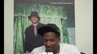 Teledysk: Q-Tip impersonates Busta Rhymes (Hilarious)