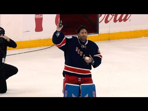 Henrik Lundqvist becomes 12th goalie to win 400 games