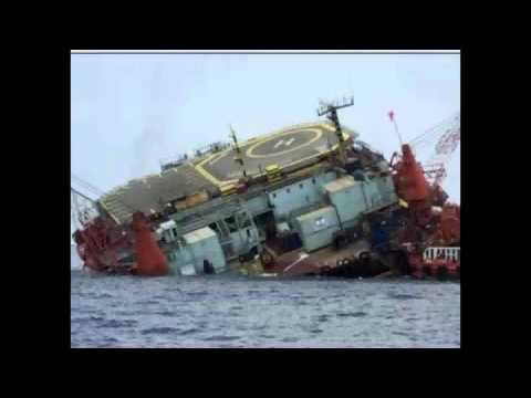 Gulf of Mexico - HUGE Jupiter Oil Platform Housing 713 Workers Collapses into the Sea