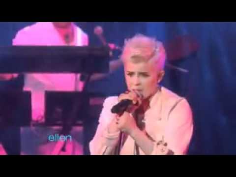 Robyn | Dancing On My Own | Live on Ellen