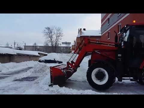 Уборка придомовой территории от снега на Попова 10к1
