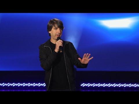 Demetri Martin Performs A Hilarious Standup Set