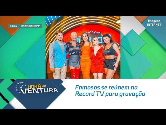 Famosos se reúnem na Record TV para gravação do Domingo Show  - Bloco 02