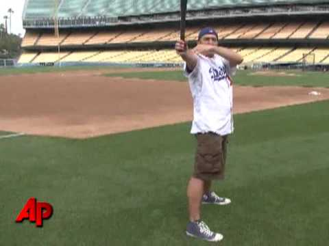 Big Leaguers Mimicked by 'Batting Stance Guy'