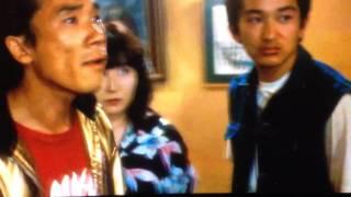 健さん扮する 三上刑事が、宇崎竜童扮する街のチンピラ 木下をボコボコ...