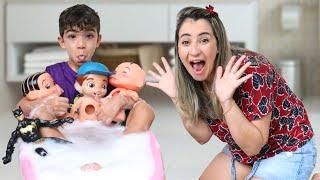 HORA DO BANHO COM LUCAS E OS BONECOS NA BANHEIRA DA MANU - Família Rocha