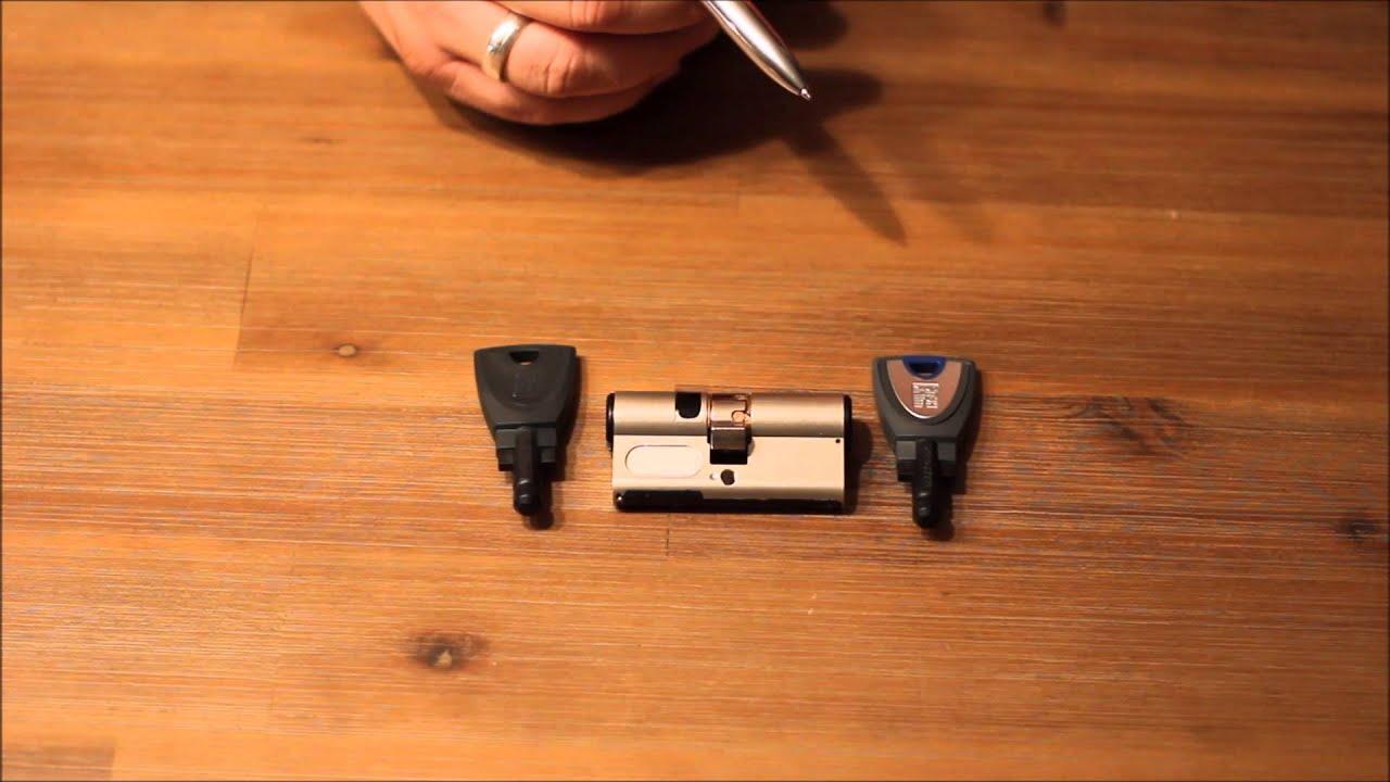 elektronischer schlie zylinder winkhaus blue smart youtube. Black Bedroom Furniture Sets. Home Design Ideas