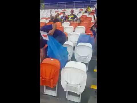 Japoneses recogieron basura al terminar partido en Rusia; colombianos ayudaron