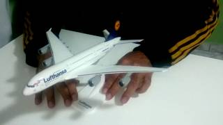 Video Miniatura de Avião A380-800 Lufthansa scale 1/250 Herpa ( Unboxing ) download MP3, 3GP, MP4, WEBM, AVI, FLV Agustus 2018
