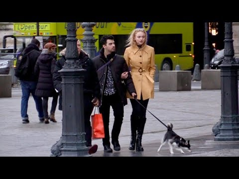 EXCLUSIVE : Joe Jonas and girlfriend Sophie Turner having fun in Paris